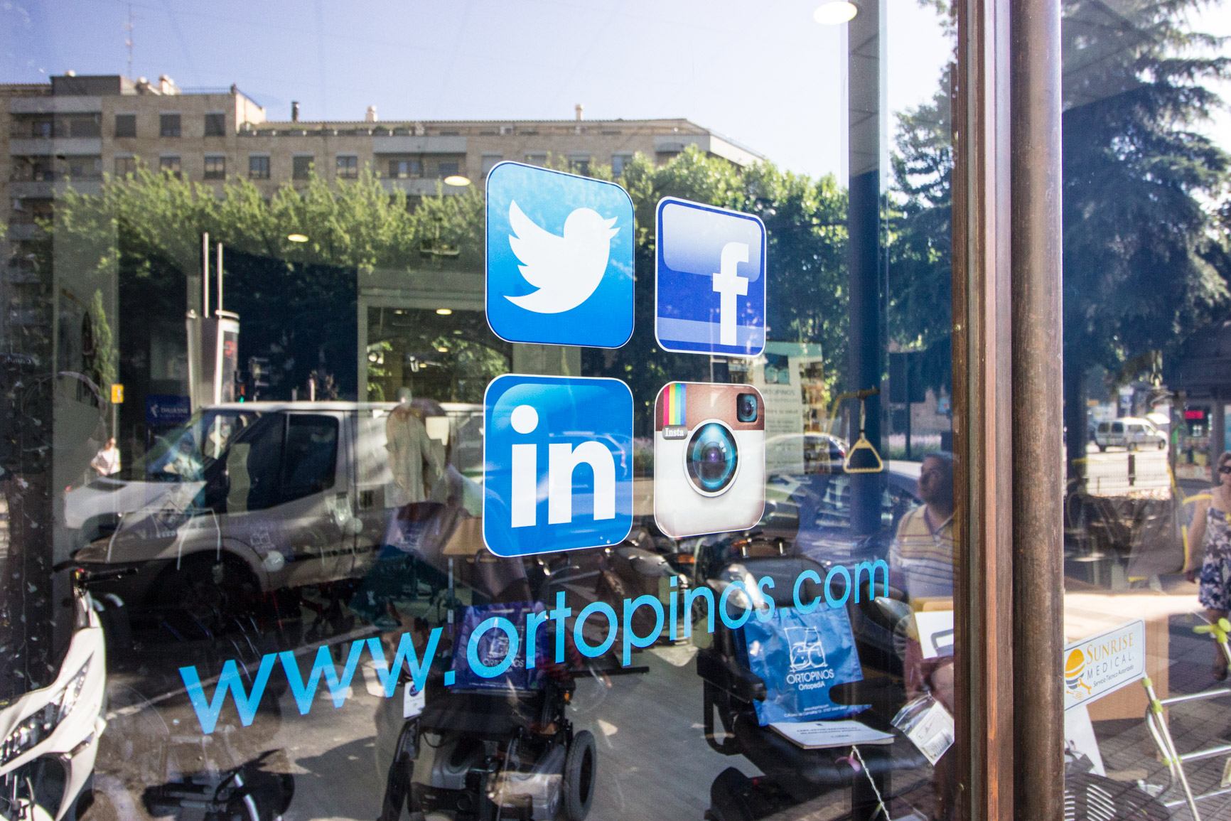 Redes sociales Ortopinos: Twitter, Facebook, LinkedIn e Instagram